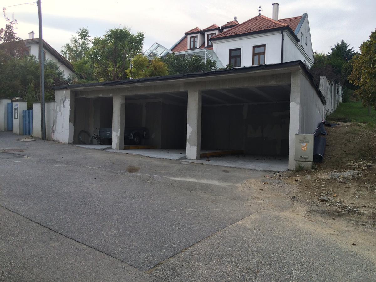 baumeister marta angerer architektin galerien carport mit gr ndach in donnerskirchen. Black Bedroom Furniture Sets. Home Design Ideas